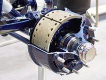 Zapatas de freno y tambor de freno del eje de rueda del camión imágenes de archivo libres de regalías