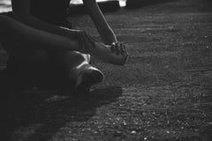 Zapatilla de deporte de la danza de la muchacha del salto del ballet Fotografía de archivo libre de regalías