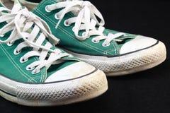 Zapatilla de deporte verde clásica Imagen de archivo libre de regalías