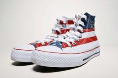 Zapatillas de baloncesto del vintage con la bandera de los E.E.U.U. Fotografía de archivo libre de regalías