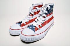 Zapatillas de baloncesto del vintage con la bandera de los E.E.U.U. Imagenes de archivo