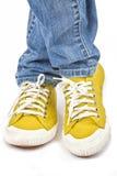 Zapatillas de deporte amarillas Imagenes de archivo