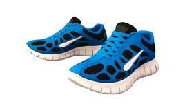 Zapatillas de deporte azules, zapatillas deportivas de los deportes en blanco imagen de archivo libre de regalías