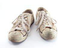Zapatillas de deporte blancas viejas Imágenes de archivo libres de regalías