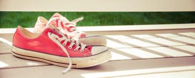 Zapatillas de deporte clásicas Imágenes de archivo libres de regalías