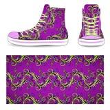 Zapatillas de deporte con el modelo púrpura Imagenes de archivo
