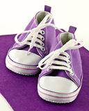 Zapatillas de deporte del bebé Fotografía de archivo