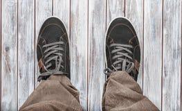 Zapatillas de deporte grises Imágenes de archivo libres de regalías
