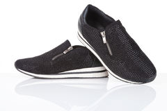 Zapatillas de deporte negras con los diamantes artificiales Fotografía de archivo