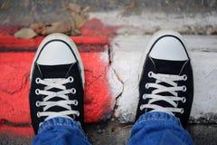 Zapatillas de deporte negras de la lona Imagen de archivo