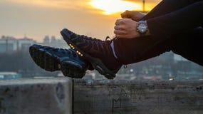 Zapatillas de deporte de Nike TN y una puesta del sol Foto de archivo