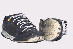 Zapatillas de deporte viejas Imagenes de archivo