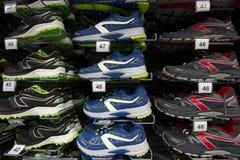 Zapatillas de deporte y zapatos que activan calificados Imagen de archivo libre de regalías