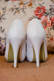Zapato blanco de la novia Fotos de archivo