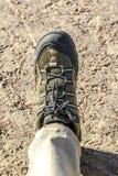 Zapato con el zapato del senderismo Imágenes de archivo libres de regalías