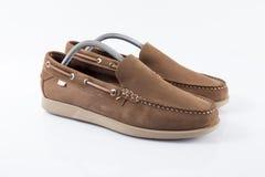 Zapato de cuero marrón masculino en el fondo blanco Fotos de archivo libres de regalías