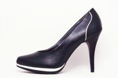 Zapato de tacón alto elegante negro Imagenes de archivo