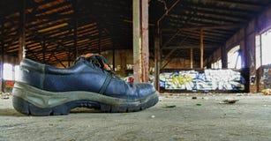 Zapato de trabajo viejo Imagenes de archivo