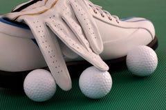 Zapato del golf con el guante Imagen de archivo