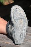 Zapato del senderismo roto después de uso intensivo Foto de archivo
