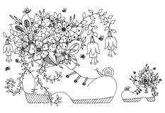 Zapato del zentangl del ejemplo del vector con las flores Primavera que florece, verano, mariposa, cordones del arte de los garab Fotos de archivo libres de regalías