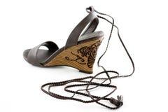 Zapato elegante marrón detallado de la cuña Fotos de archivo