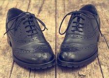 Zapato negro elegante de la abarca Efectos del vintage foto de archivo