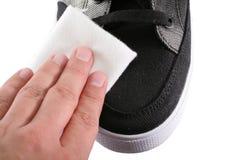 Zapato que pule cerca para arriba Imagen de archivo libre de regalías