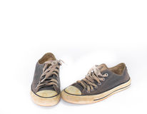 Zapato sucio en el fondo blanco del aislante, cierre encima del zapato, zapatos azules sucios en el fondo blanco, zapatos azules  Imagen de archivo libre de regalías