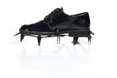 Zapato todo terreno de los hombres con los grampones Imagenes de archivo