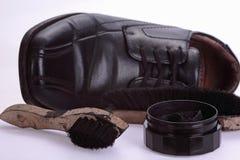 Zapato y zapatos que limpian el equipo Imagen de archivo