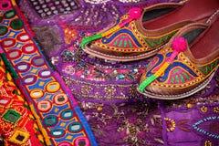 Zapatos étnicos de Rajasthán fotografía de archivo libre de regalías