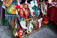 Zapatos étnicos del Kazakh con los ornamentos imagen de archivo