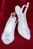 Zapatos adornados blancos Imagenes de archivo