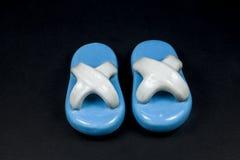 Zapatos azules de cerámica Foto de archivo