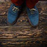Zapatos azules del ante Imagenes de archivo