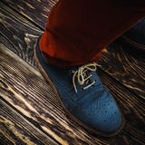 Zapatos azules del ante Imagen de archivo