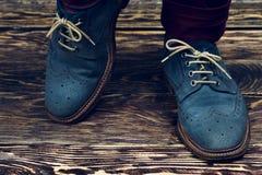 Zapatos azules del ante Imágenes de archivo libres de regalías