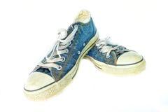 Zapatos azules usados sucios de la mezclilla foto de archivo