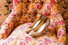 Zapatos blancos de la boda Fotografía de archivo libre de regalías