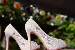 Zapatos blancos de la boda Imagen de archivo