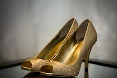 Zapatos blancos de la boda Foto de archivo libre de regalías