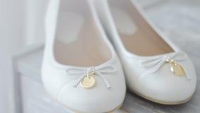 Zapatos blancos en un primer del aparador almacen de video