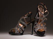 Zapatos blingbling atractivos de las mujeres del coktail Imagen de archivo
