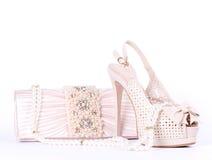 Zapatos, bolso y granos nupciales Imagen de archivo libre de regalías