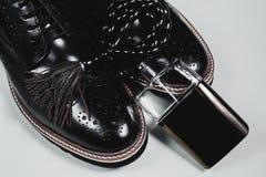 Zapatos con los accesorios y el perfume Imagenes de archivo