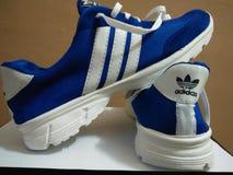 Zapatos de Adidas imagenes de archivo
