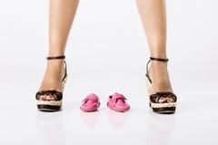 Zapatos de bebé Fotos de archivo libres de regalías