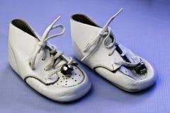 Zapatos de bebé de la vendimia Imágenes de archivo libres de regalías