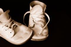 Zapatos de bebé de la vendimia de la sepia Foto de archivo libre de regalías
